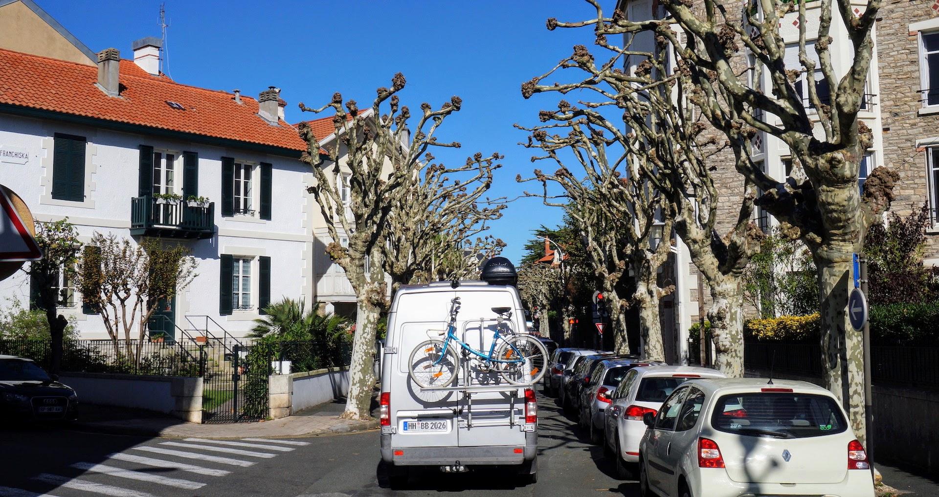 Camper in Allee in Biarritz