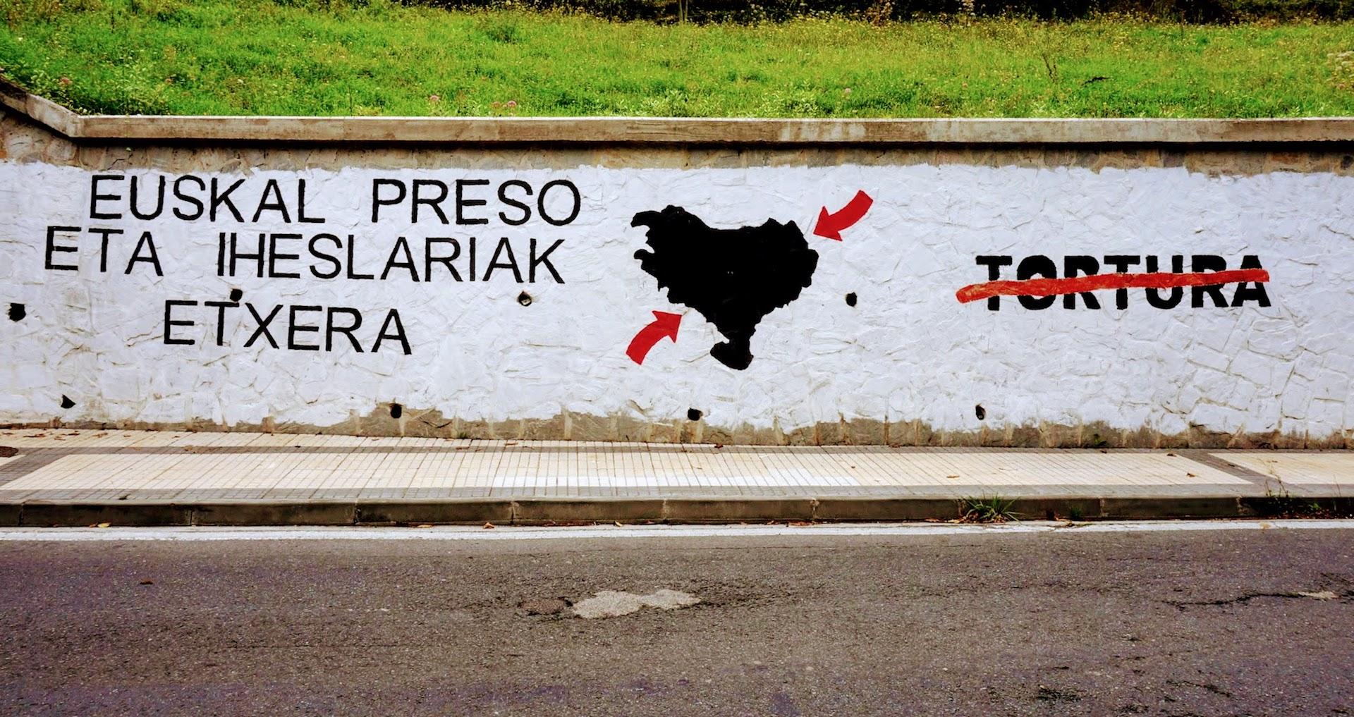 Schriftzug auf Mauer für Unabhängigkeit