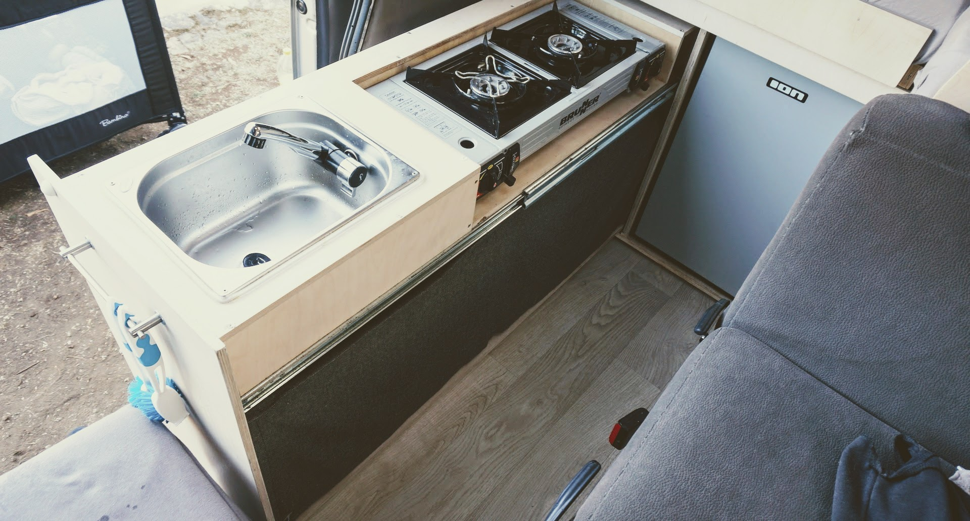 Ausziehbare Küche im Camper